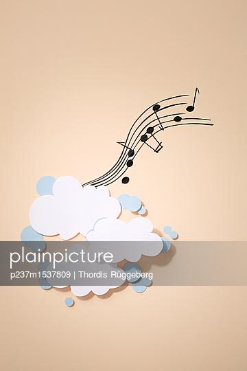 Musik liegt in der Luft - p237m1537809 von Thordis Rüggeberg