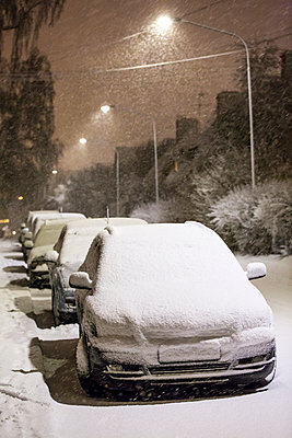 Cars covered by snow - p312m1107537f by Ulf Huett Nilsson