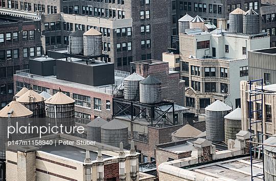 Wassertürme in New York City - p147m1158940 von Peter Stüber