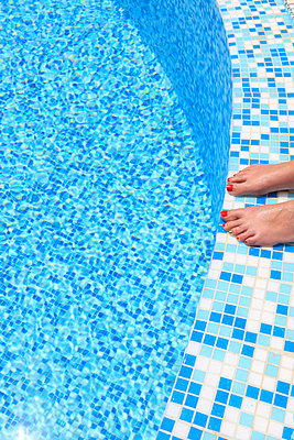 Am Pool - p0452366 von Jasmin Sander