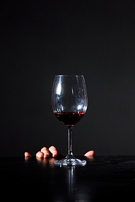 Hand near an almost empty glass of wine - p1231m1043158 by Iris Loonen