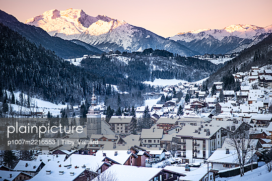 France, Le Grand Bornand, View of a village in a snowy valley - p1007m2216553 by Tilby Vattard