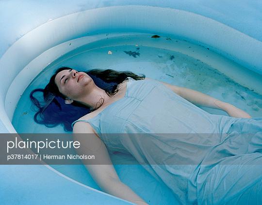 Woman in paddling pool - p37814017 by Herman Nicholson