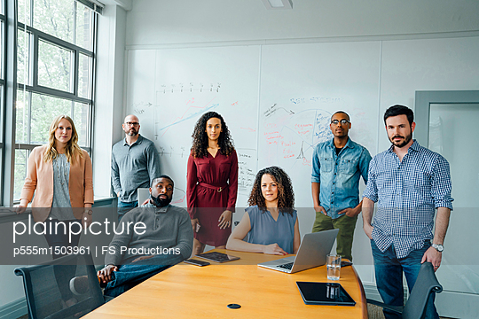 Portrait of diverse business people in conference room - p555m1503961 by FS Productions