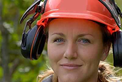 A female lumberjack Sweden - p5752397f by Stefan Ortenblad