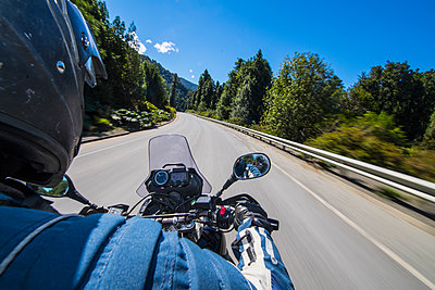Man driving on a touring motorbike on Ruta 7 - the Carretera Austral - p1166m2192139 by Cavan Images