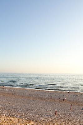 Tag am Strand ausklingen lassen - p454m2160868 von Lubitz + Dorner