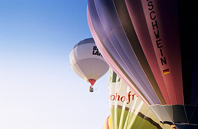 Hot-air balloon - p2640030 by André Bitter