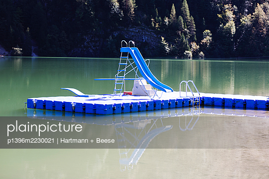 Badesee menschenleer - p1396m2230021 von Hartmann + Beese