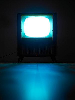 Alter Fernseher - p509m786308 von Reiner Ohms