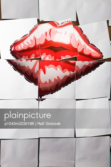 Kisses - p1043m2230188 by Ralf Grossek