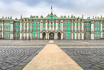 Winter palace in St. Petersburg - p524m2125299 by PM