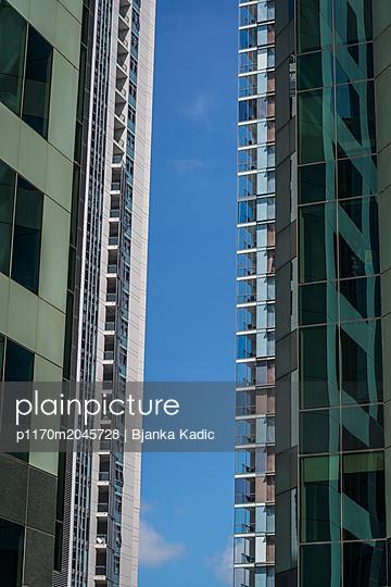 Wohnblocks nebeneinander - p1170m2045728 von Bjanka Kadic