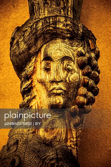 Geschnitze Holzfigur Portät - p248m2076932 by BY