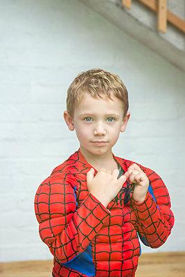 verkleideter Junge - p1156m1585867 von miep