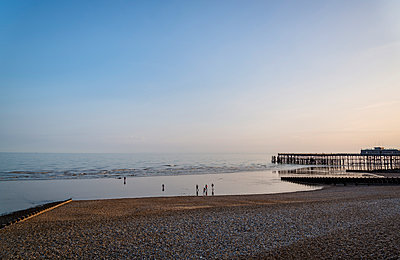 Strand von Hastings - p1170m2020147 von Bjanka Kadic