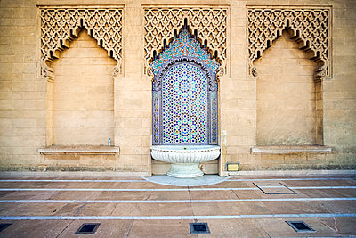 Brunnen am Mausoleum von Mahammed V in Rabat - p1332m1573711 von Tamboly