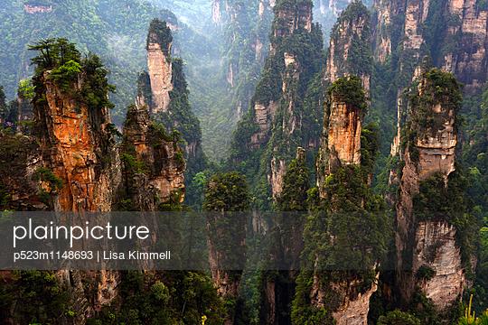 Zhangjiajie National Forest Park, China - p523m1148693 von Lisa Kimmell