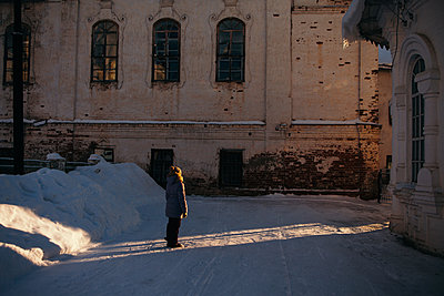 Girl in winter at the winter temple, Moscow - p1642m2222216 by V-fokuse
