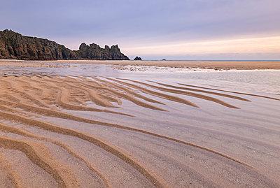 Pednvounder Beach at low tide, Cornwall, England, United Kingdom, Europe - p871m1082171 by Adam Burton
