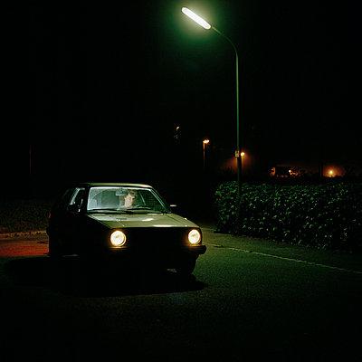 Mann in Auto - p9330013 von Stefan Hobmaier
