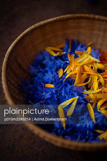 Cornflowers and marigolds - p310m2245214 by Astrid Doerenbruch