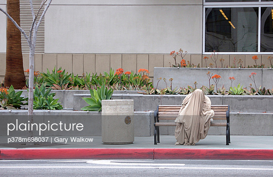 Homeless man under blanket - p378m698037 by Gary Walkow