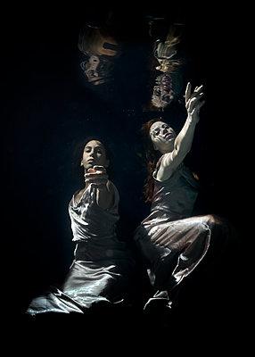 Unterwasserballett - p1554m2159079 von Tina Gutierrez