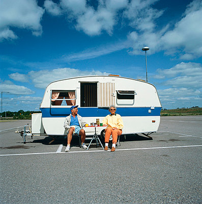 Couple at trailer - p4692132 by Peter Gerdehag