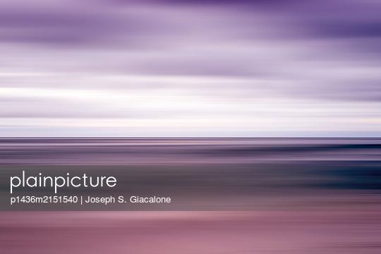 Coastal sea and sky with motion blur effect. - p1436m2151540 von Joseph S. Giacalone