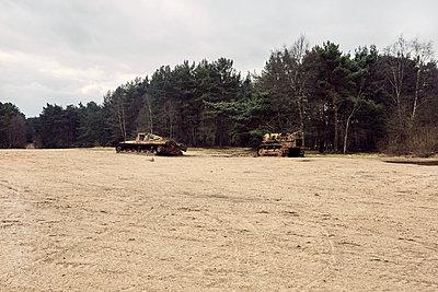 Verlassene Panzer - p1090m1558644 von Gavin Withey