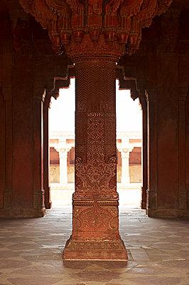 Verzierte Säule in Fatehpur Sikri - p1259m1111443 von J.-P. Westermann