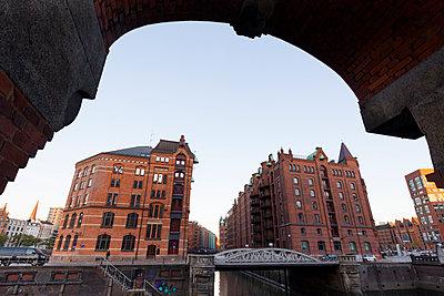 Germany, Hamburg, Speicherstadt, old warehouse - p300m2081413 by Wilfried Wirth