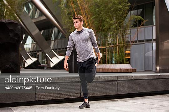 p429m2075445 von Tom Dunkley