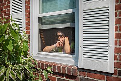 Blick aus dem Fenster - p397m852693 von Peter Glass