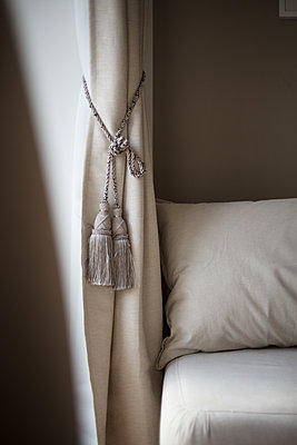 Drape with cord - p930m2064050 by Ignatio Bravo