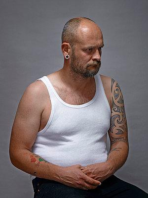 Tatoos auf den Armen - p1012m903689 von Frank Krems