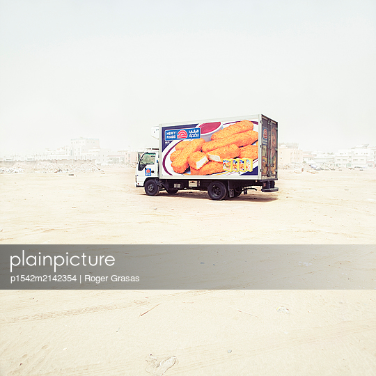 Frozen food in the desert, Saudi Arabia - p1542m2142354 by Roger Grasas