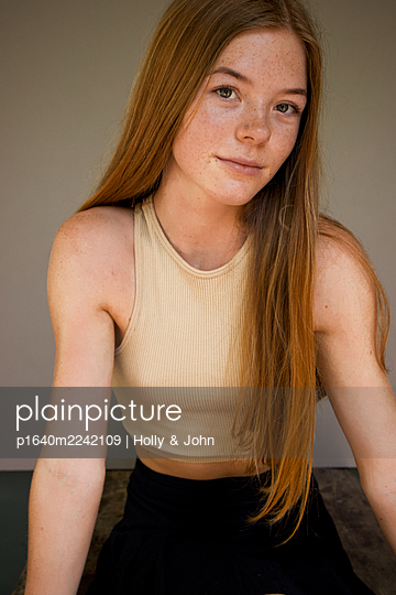 Portrait, teenage girl with freckles and long hair - p1640m2242109 by Holly & John
