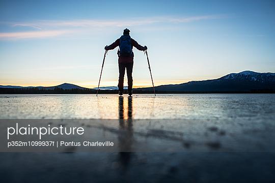 p352m1099937f von Pontus Charleville