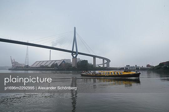 Köhlbrandbrücke - p1696m2292995 by Alexander Schönberg
