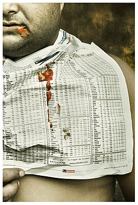 Man holding financial newspaper - p1570m2172539 by DOROTHY-SHOES