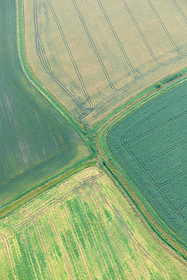 Four fields meet aerial view - p1048m1069276 by Mark Wagner