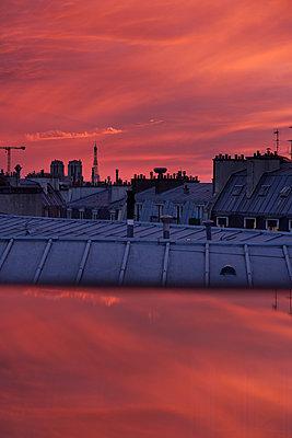 France, Paris, Sunset - p1411m2187261 by Florent Drillon