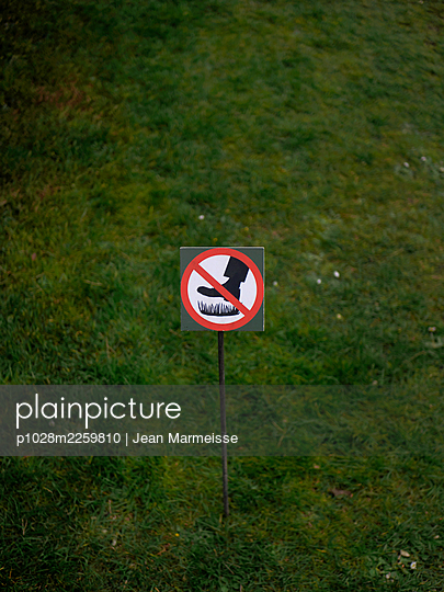 Do not walk on the grass - p1028m2259810 by Jean Marmeisse