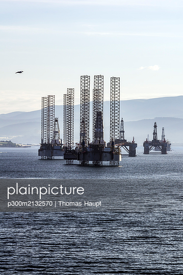 United Kingdom, Scotland, Invergordon, oil platforms - p300m2132570 by Thomas Haupt