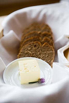 Butter und Brot - p718m1000407 von Arne Landwehr