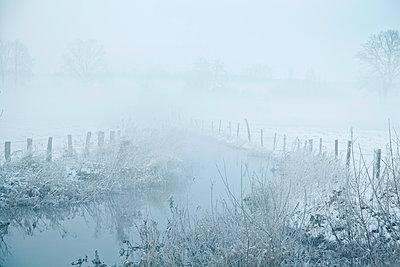 Winterlandschaft, Trave - p762m1109438 von Bodo Krug