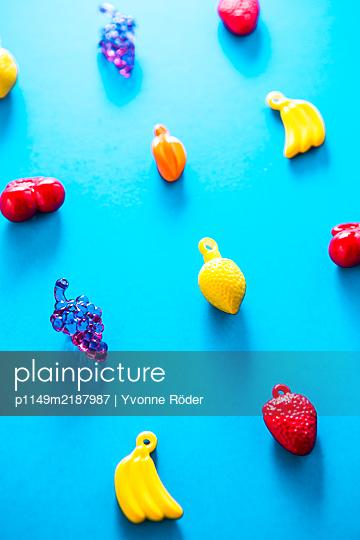 Miniature fruits - p1149m2187987 by Yvonne Röder