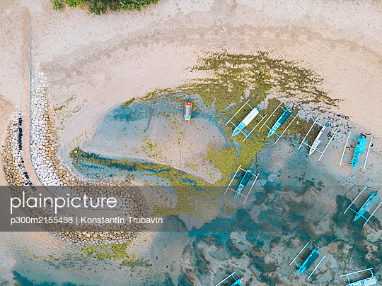 Aerial view of Sanur beach, Bali, Indonesia - p300m2155498 by Konstantin Trubavin